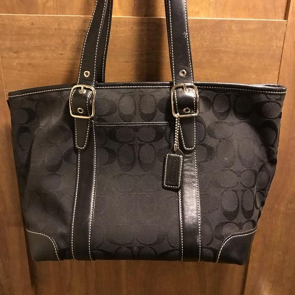Coach Handbags - Coach shoulder bag excellent condition
